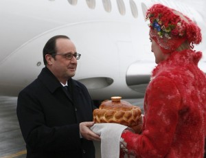 France's President Francois Hollande takes part in a welcoming ceremony upon his arrival at an airport near Minsk