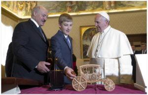 Белоррусские сувениры для Папы Римского